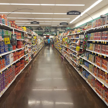 grocery-aisle-cart